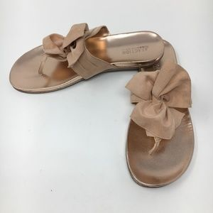 Kenneth Cole Reaction copper flat sandals sz 9